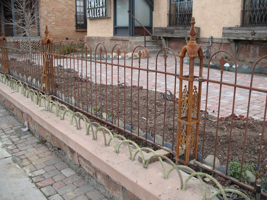 56-3020-Iron-Anvil-Fences-Spear-Top-Double-LOOP-FENCE-TROLLY-CORNERS-14746-LINCOLN-ANTIQUE-FENCE-