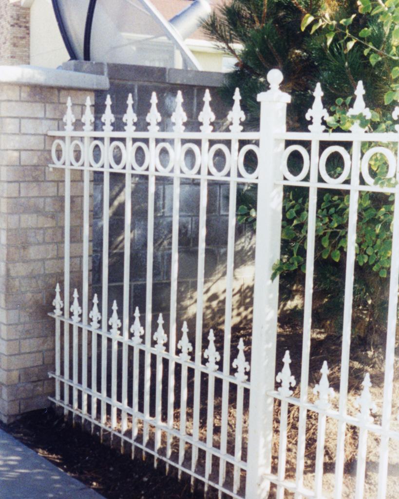 iron-anvil-fences-spear-top-double-rail-circles-grow