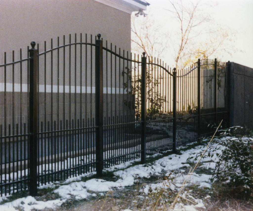 iron-anvil-fences-spear-top-double-rail-extended-curvy-top-by-others