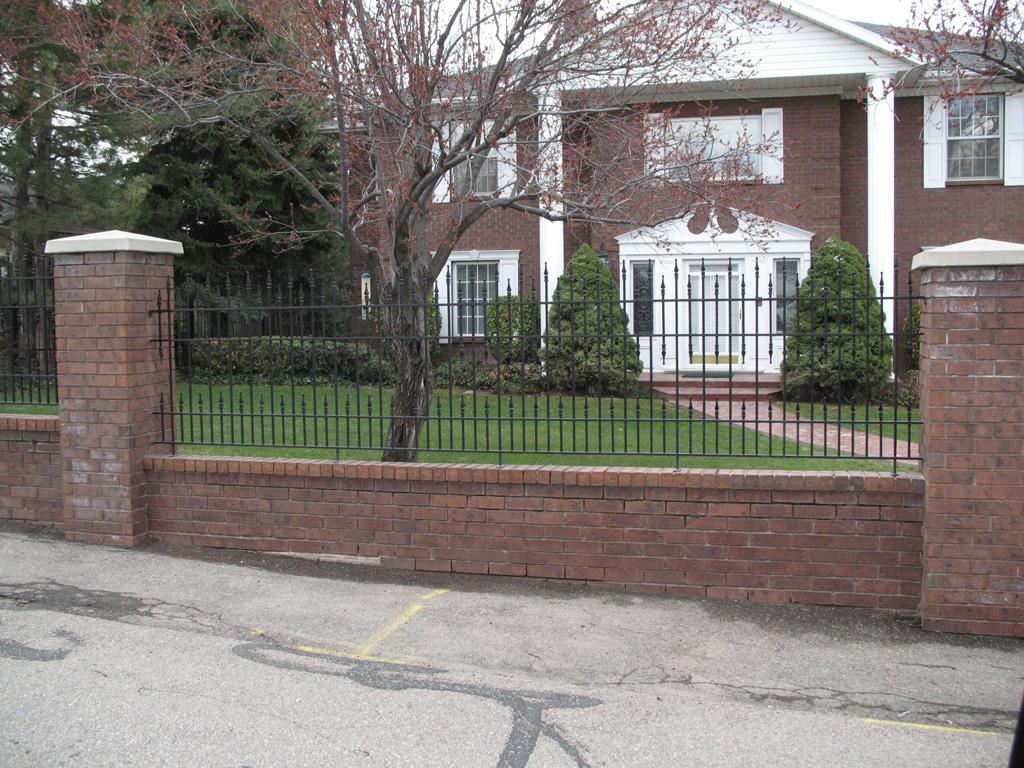 iron-anvil-fences-spear-top-double-rail-simple-dog-guard