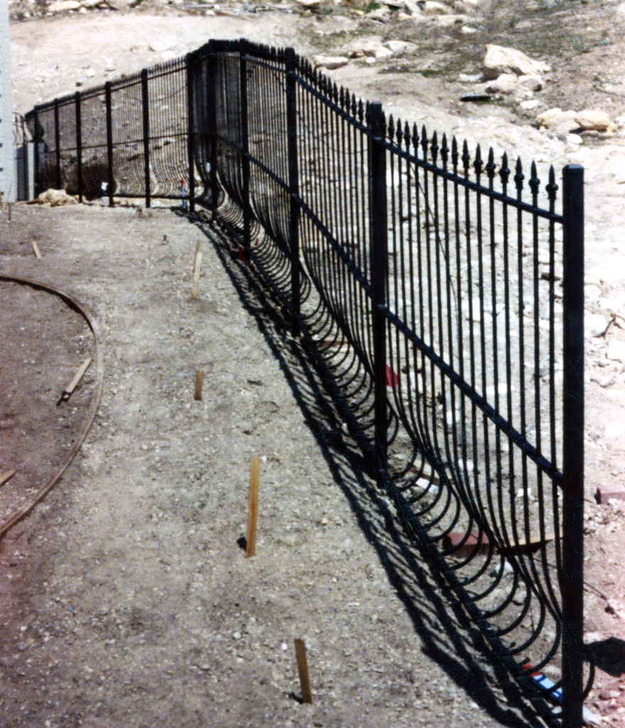 iron-anvil-fences-spear-top-double-rail-spear-218-bennet