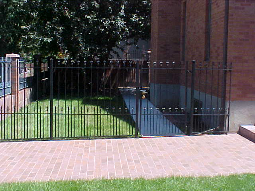 iron-anvil-fences-spear-top-double-rail-spear-smith-by-cottonwood-mall-1-2