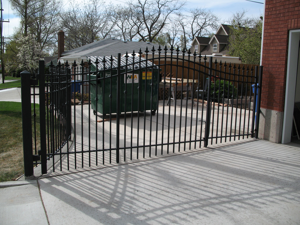 iron-anvil-gates-driveway-french-curve-by-slc-country-club