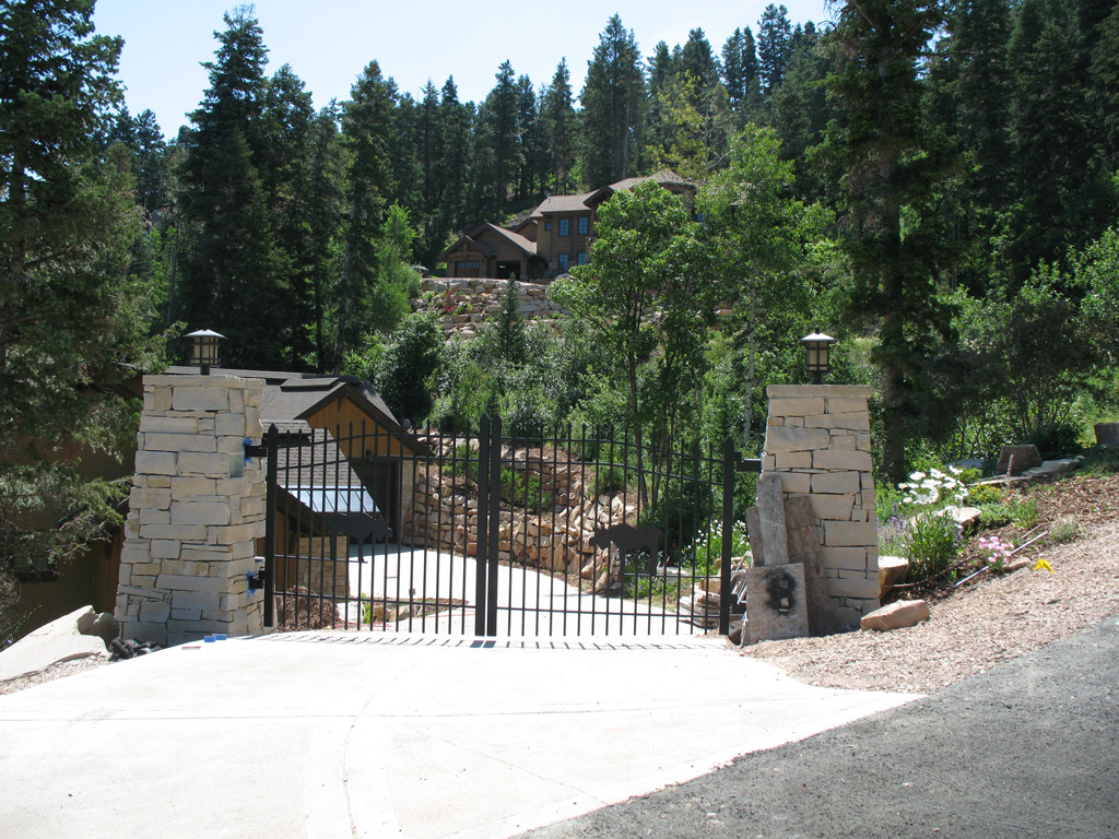 iron-anvil-gates-driveway-french-curve-scott-smith-park-city-with-moose-job-14268-1