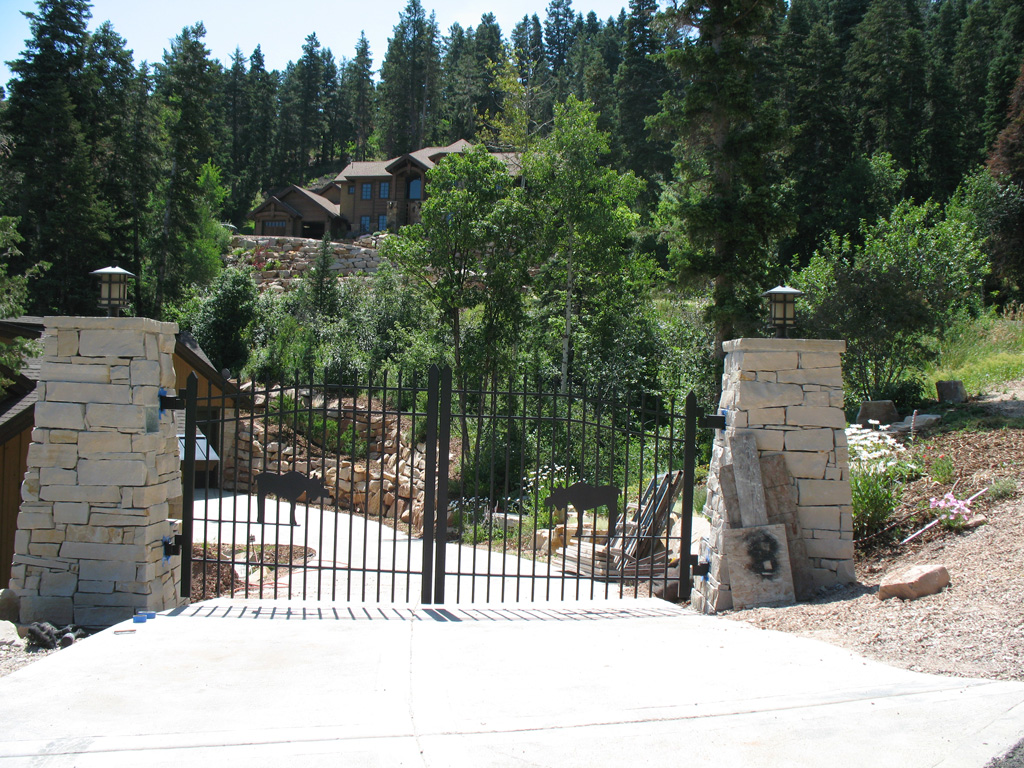 iron-anvil-gates-driveway-french-curve-scott-smith-park-city-with-moose-job-14268-3