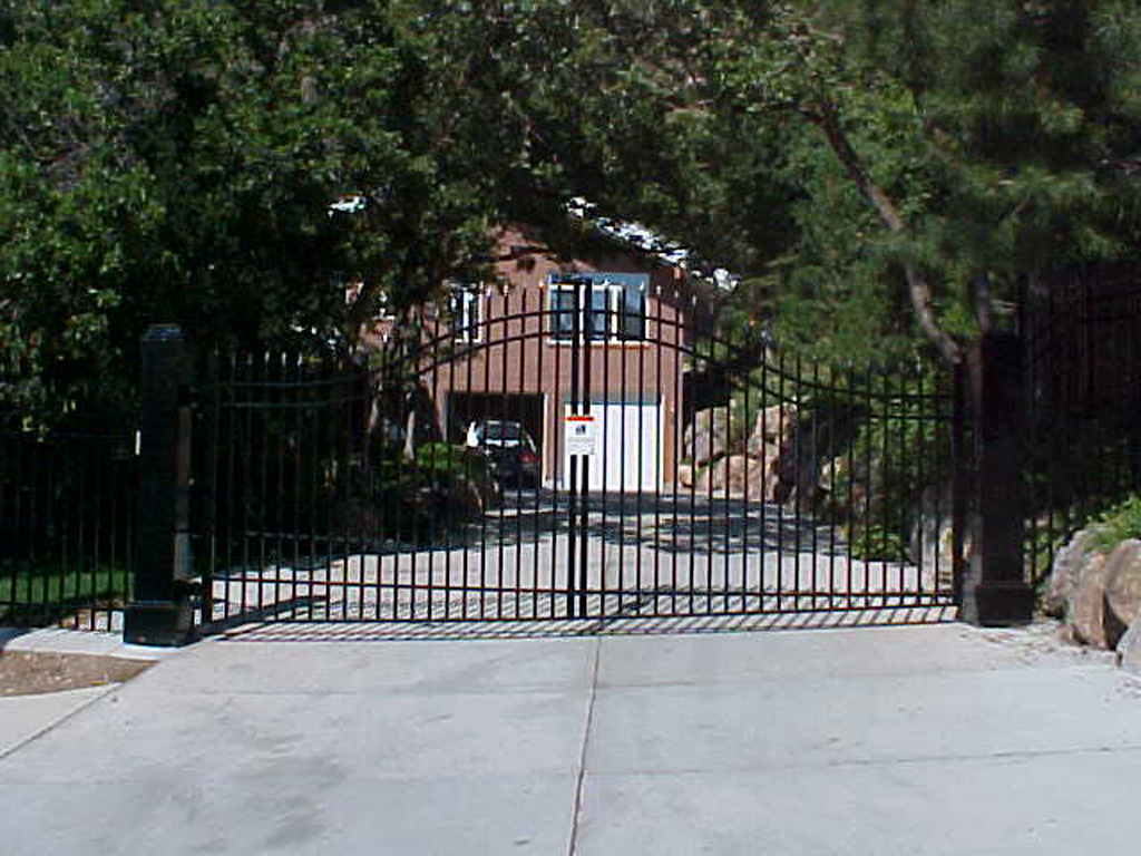 iron-anvil-gates-driveway-french-curve-wasatch-cove-4