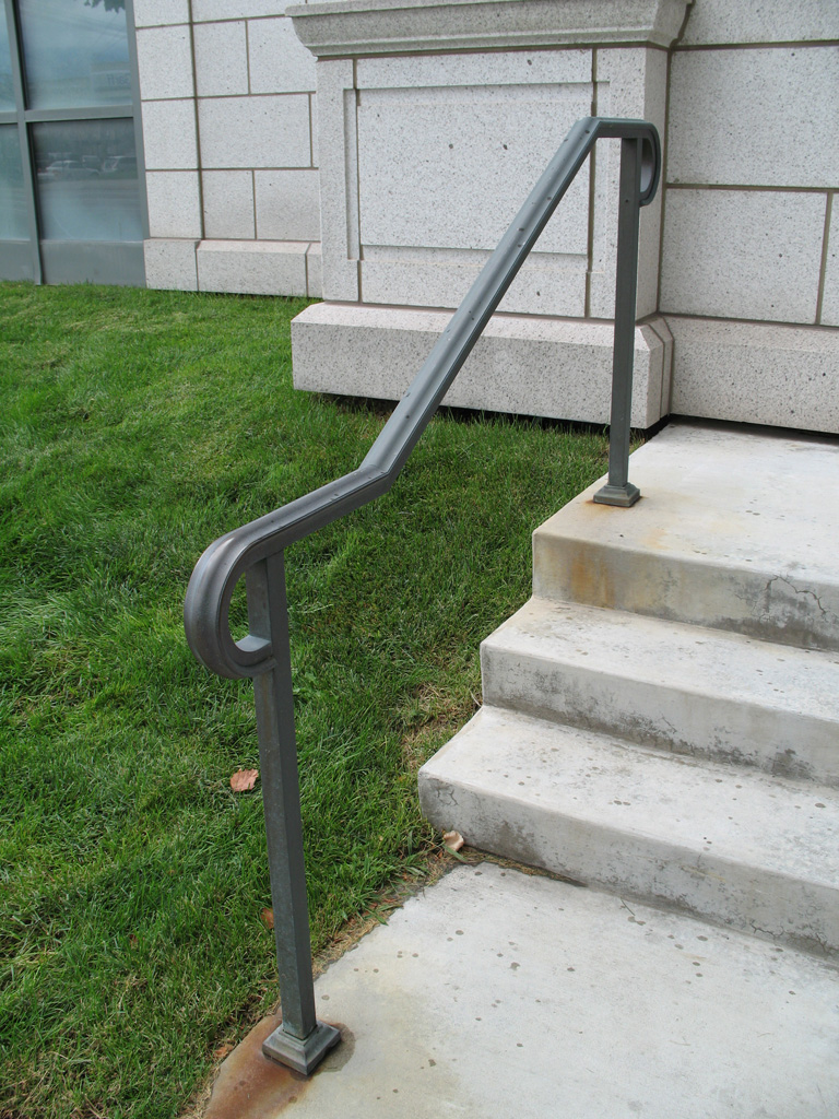 iron-anvil-handrails-post-mount-moulded-cap-bronze-little-america-by-others-5-3