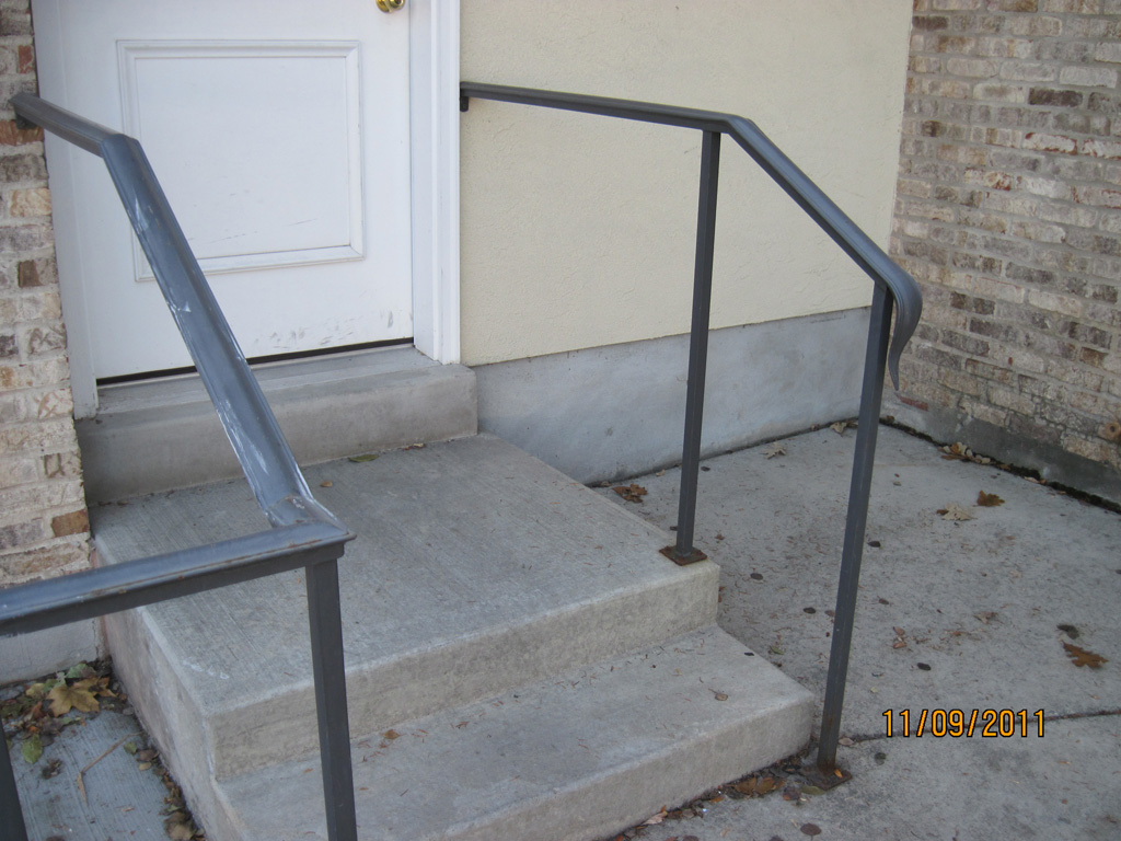 iron-anvil-handrails-post-mount-moulded-cap-holiday-1-1