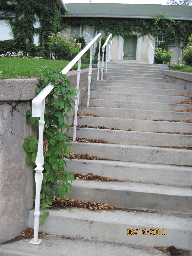iron-anvil-handrails-post-mount-moulded-cap-keller-ferris-1