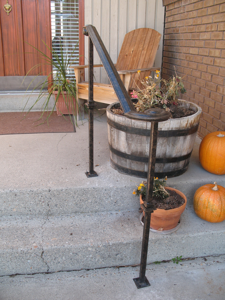 iron-anvil-handrails-post-mount-moulded-cap-with-laterals