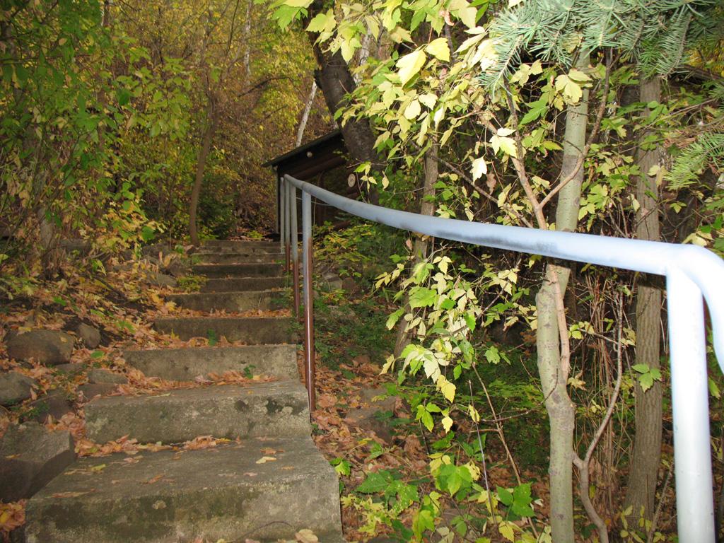 iron-anvil-handrails-post-mount-pipe-nelson-spencer-15018-6-1
