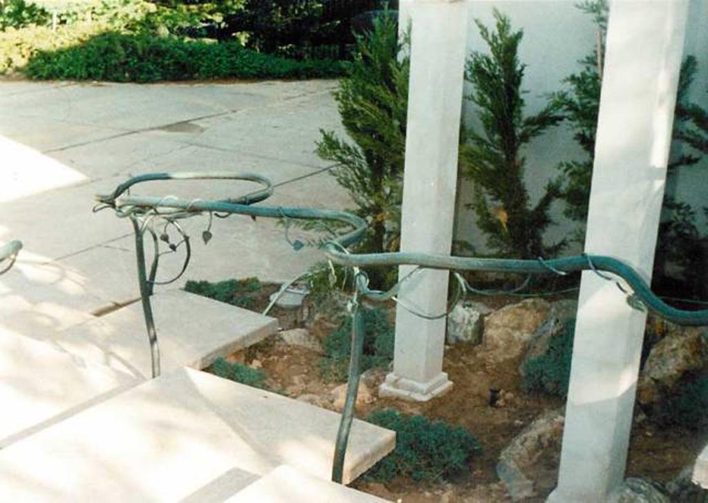 iron-anvil-handrails-post-mount-vine-farmington-5-5-3