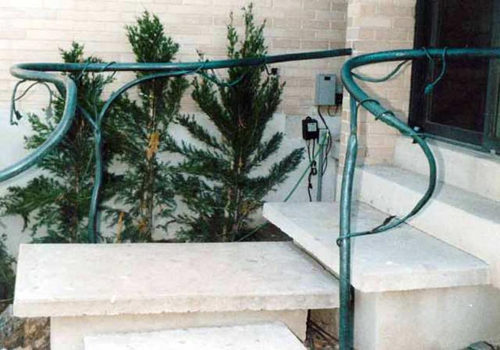 iron-anvil-handrails-post-mount-vine-farmington-5-5-4