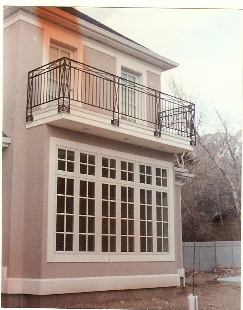 iron-anvil-railing-x-pattern-balcony