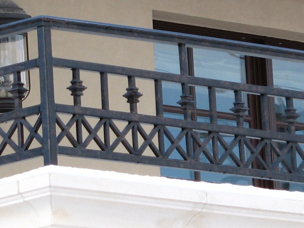 iron-anvil-railing-x-pattern-gustaferson-2