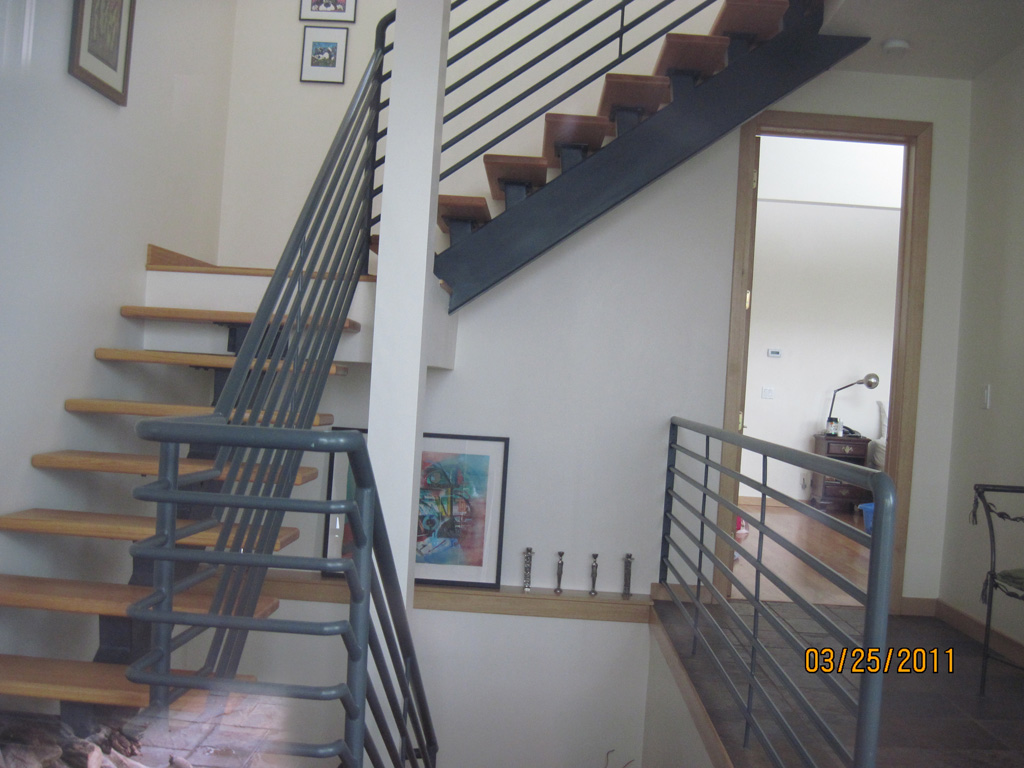 iron-anvil-stairs-single-stringer-treads-wood-immigration-canyon-by-others-2