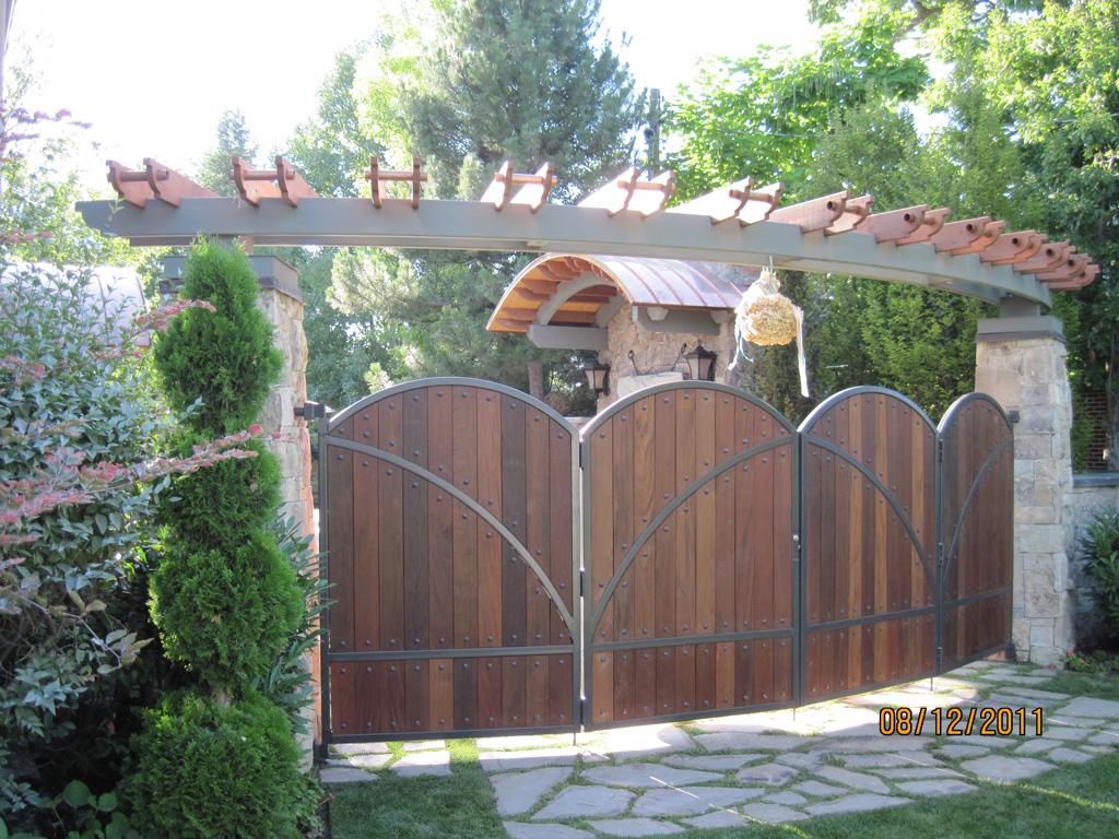 iron-anvil-pergolas-steel-wood-steel-richardson-14662-gate-6-2