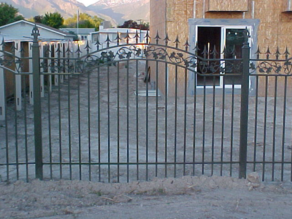 milkhollow-arch-fence-1-2