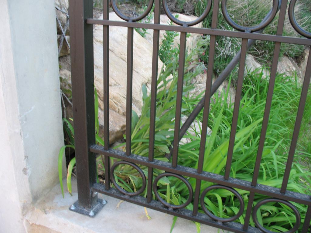 iron-anvil-fences-spear-top-double-rail-circles-lucas-fence-11-5-2