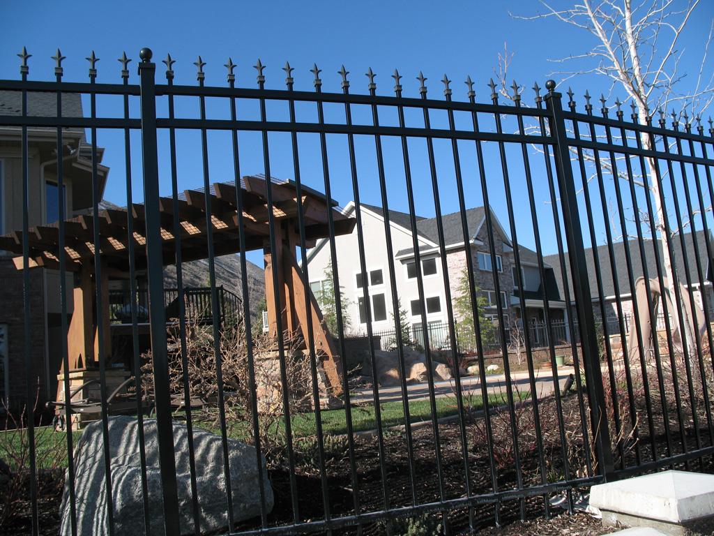 iron-anvil-fences-spear-top-double-rail-simple-215-side-mount