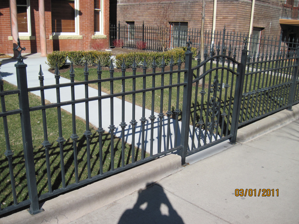 iron-anvil-fences-spear-top-double-rail-simple-217-by-others