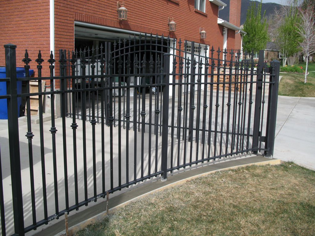 iron-anvil-fences-spear-top-double-rail-simple-227-collars-by-slc-country-club-1-1