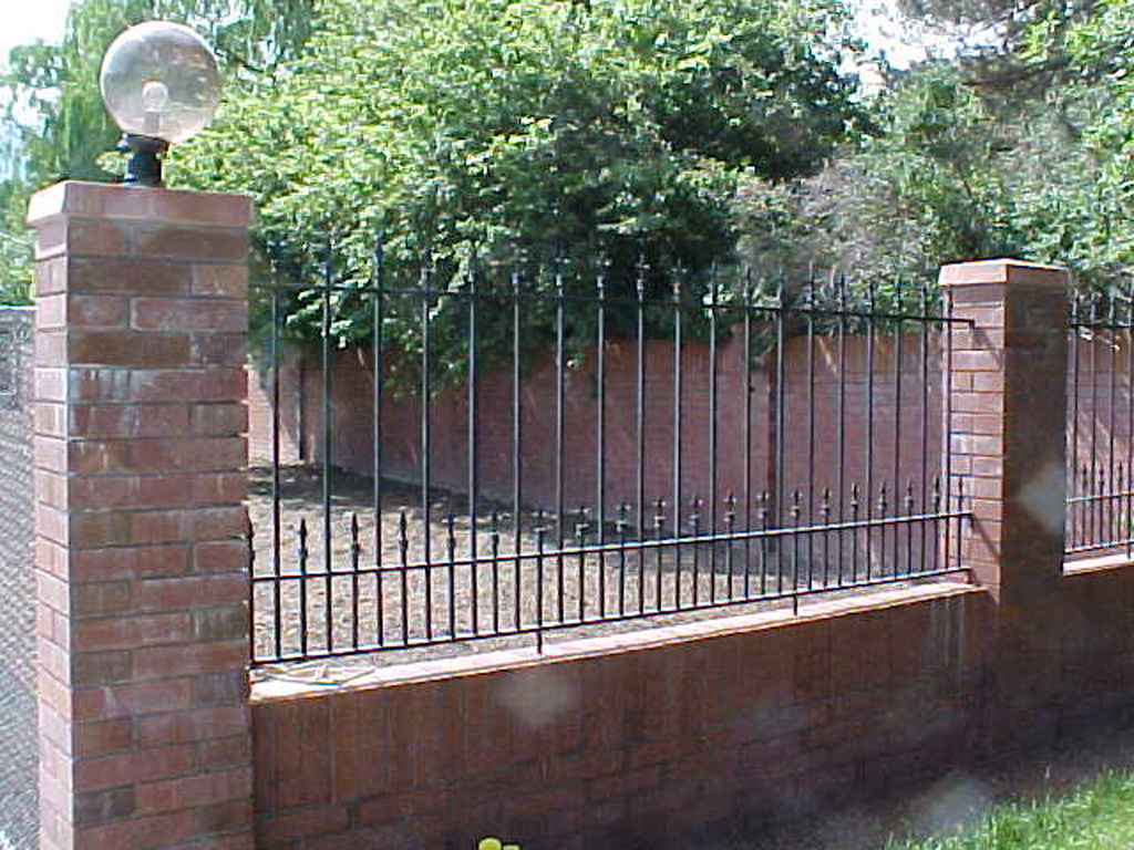 iron-anvil-fences-spear-top-double-rail-spear-smith-by-cottonwood-mall-1-4