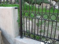 iron-anvil-fences-spear-top-double-rail-circles-lucas-fence-5
