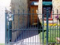 iron-anvil-fences-spear-top-double-rail-spear-215-alpine-2