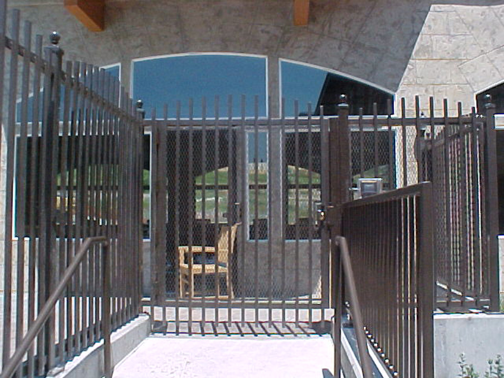 iron-anvil-fences-spear-top-single-rail-extended-zermatt-pool-fence-in-midway-3-2