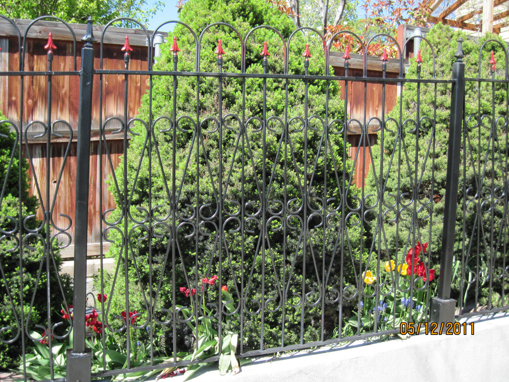 iron-anvil-fences-spear-top-single-rail-loop-by-the-capitol