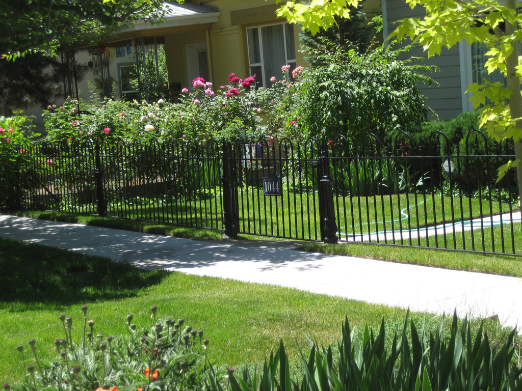 iron-anvil-fences-spear-top-single-rail-loop-fence-with-large-post-1-by-others