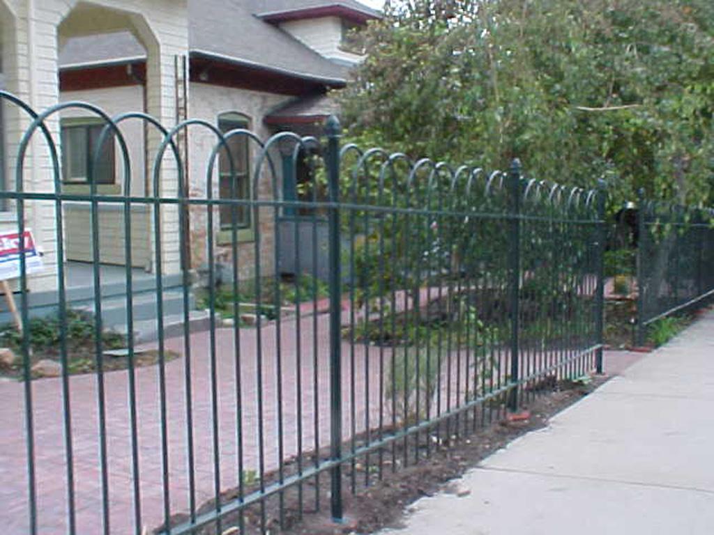 iron-anvil-fences-spear-top-single-rail-loop-overlap-6-f30