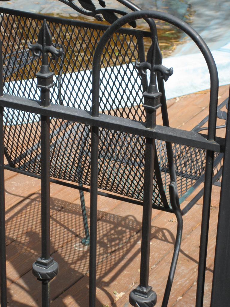 iron-anvil-fences-spear-top-single-rail-loop-spear-227-benson-bruce-900-e-yard-6-8