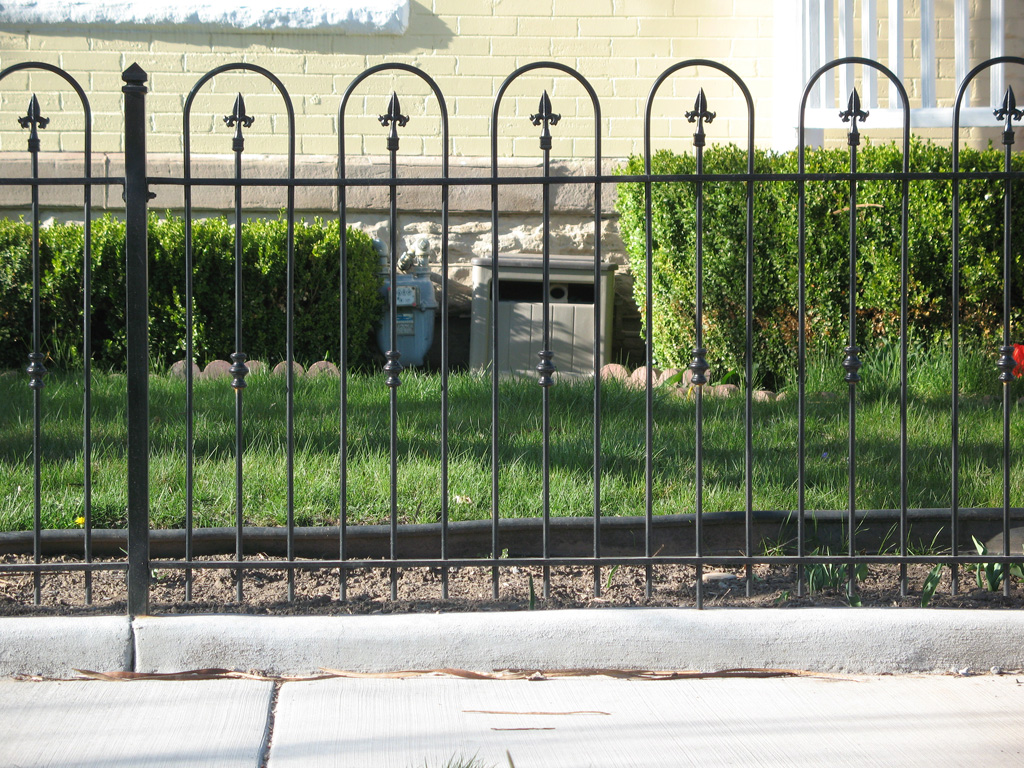 iron-anvil-fences-spear-top-single-rail-loop-spear-227-loop-fence-on-6th-south-by-others-1-1