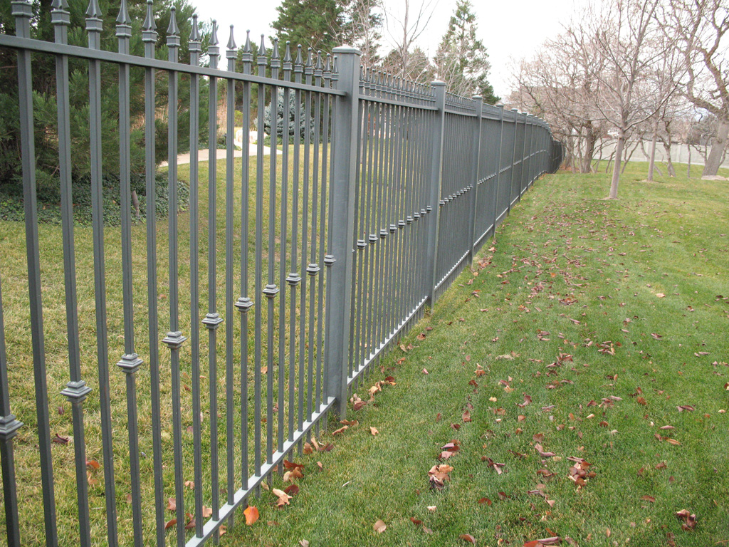 iron-anvil-fences-spear-top-single-rail-spear-217-fence-with-collars-off-willow-creek-3-f23-2