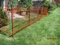 iron-anvil-fences-spear-top-single-rail-loop-overlap-fence-rusty-iron-horse-3