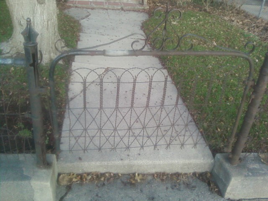 iron-anvil-fences-by-others-wire-iron-anvil-fences-north-temple-300-400-e