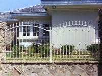 iron-anvil-fences-by-others-double-arch