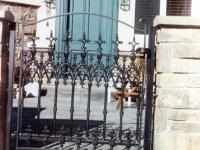 iron-anvil-gates-antiques-007
