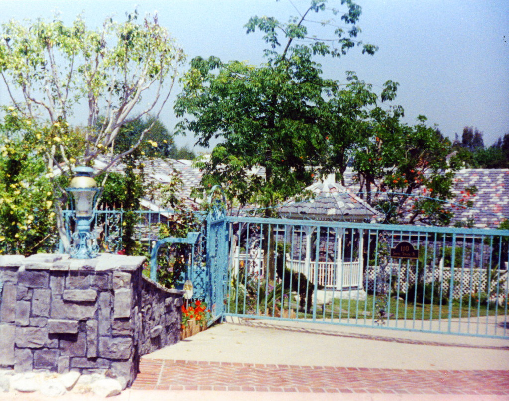 iron-anvil-gates-by-others-driveway-flat-and-scrolls-across-top