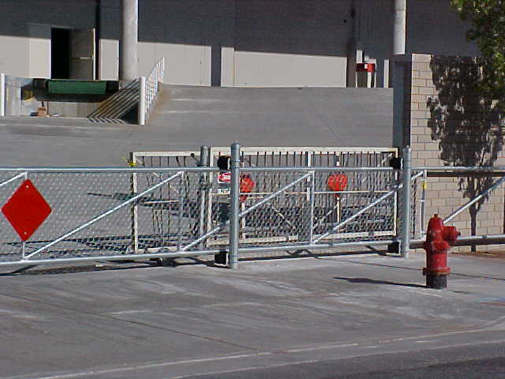 iron-anvil-gates-by-others-driveway-flat-chain-link