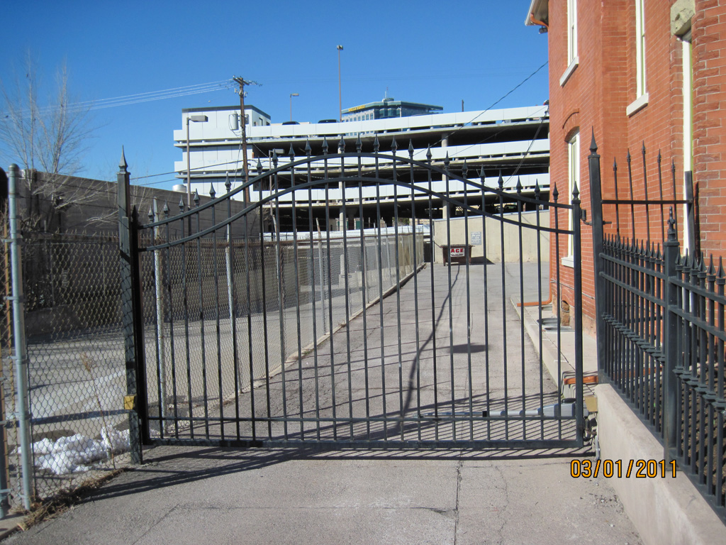 iron-anvil-gates-by-others-driveway-french-curve-spear-top-double-top