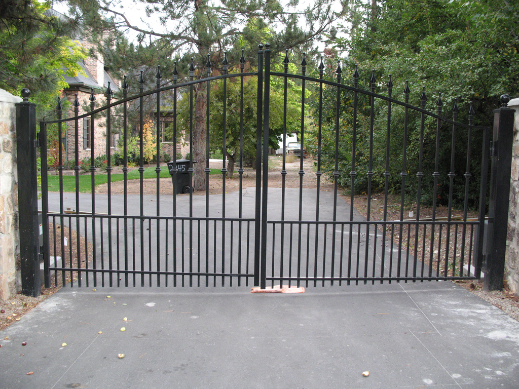 iron-anvil-gates-by-others-driveway-french-off-walker-lane-2-2