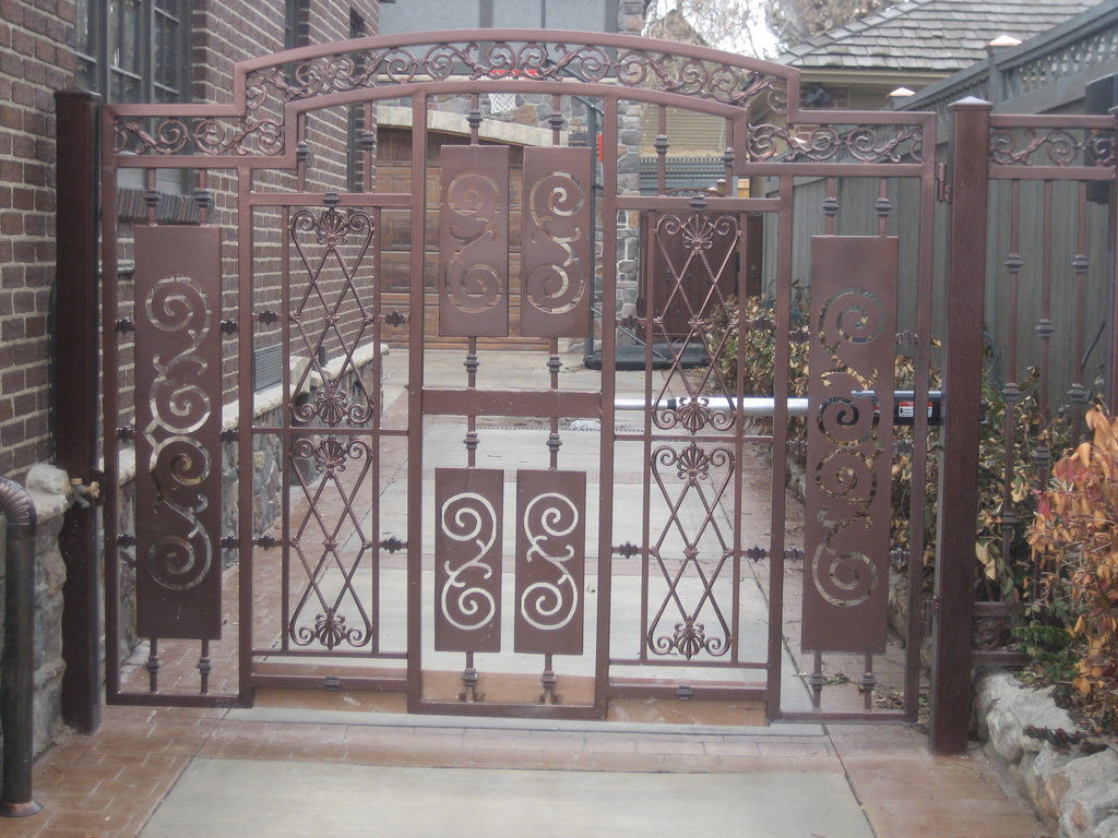 iron-anvil-gates-by-others-driveway-french-peter-on-harvard