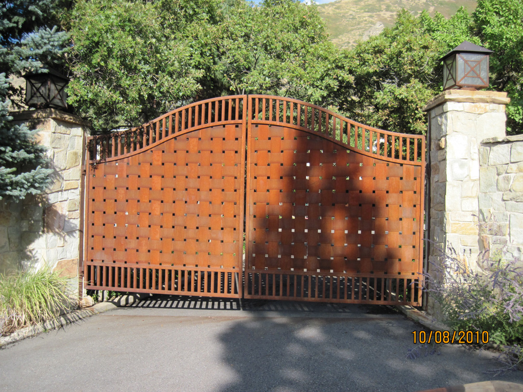 iron-anvil-gates-by-others-driveway-french-rusty-solid-weave