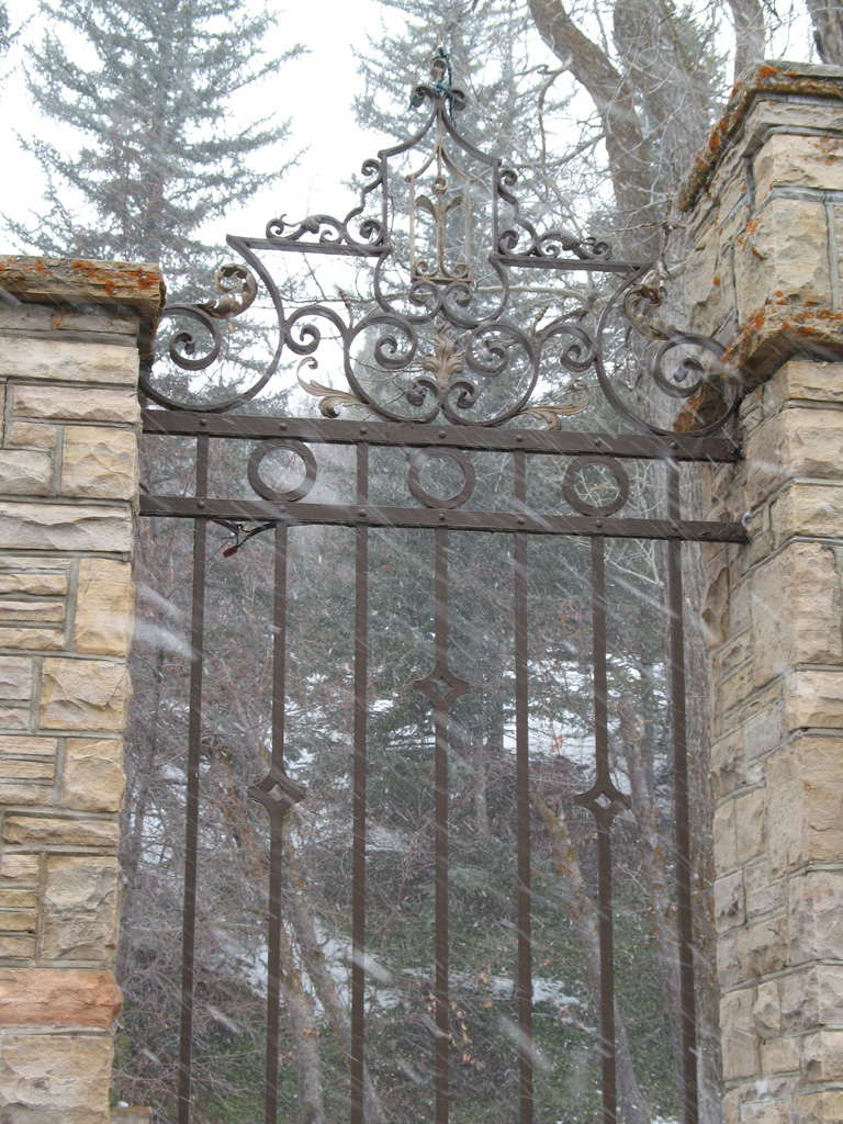 iron-anvil-gates-by-others-man-arch-immigration-canyon-2