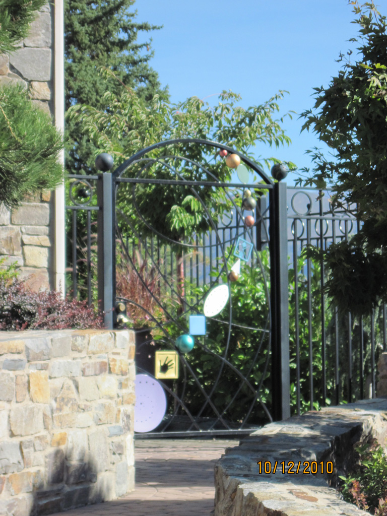 iron-anvil-gates-by-others-man-arch-top-modern-design