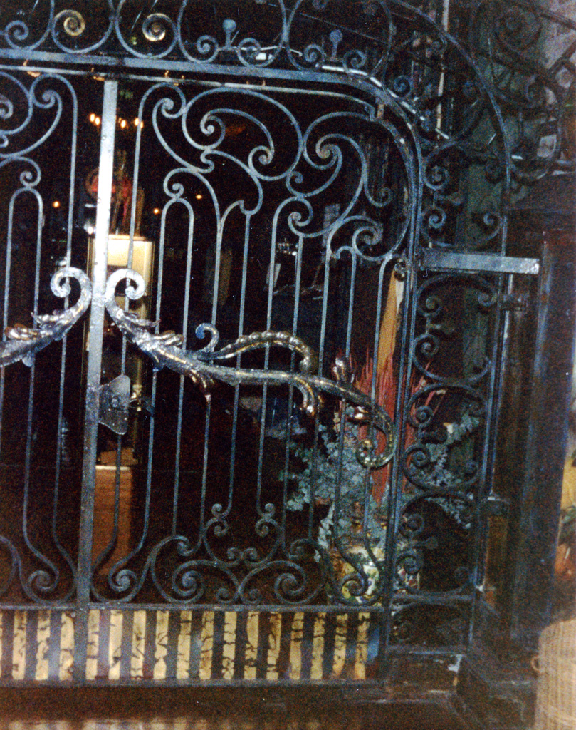 iron-anvil-gates-by-others-man-arch-trolley-square