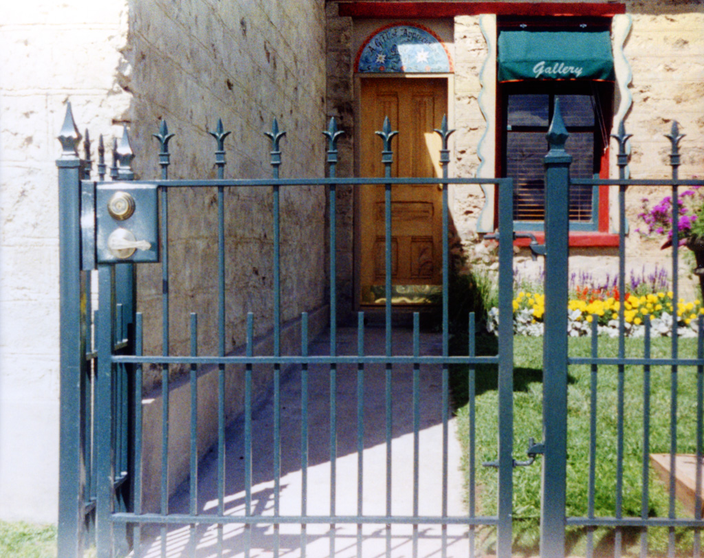 iron-anvil-gates-by-others-man-flat-midway